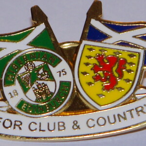 hibs club and country badge
